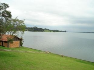 - Vista do lago